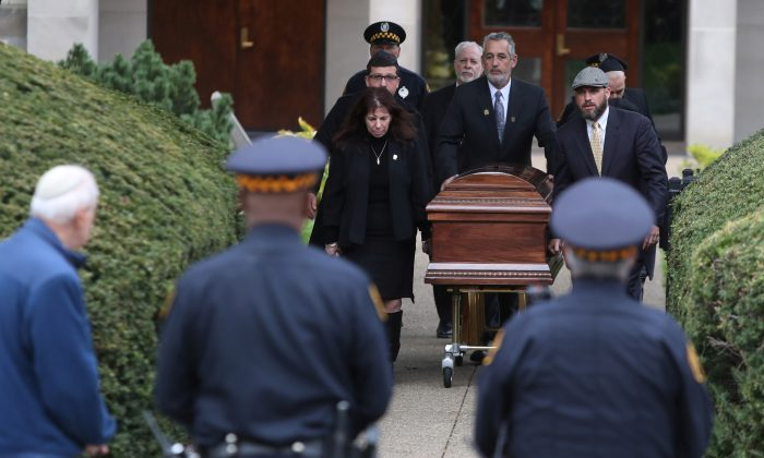The casket of Irving Younger, 69, a victim of Saturday's synagogue shooting, is carried to a waiting hearse after his funeral at Rodef Shalom Temple in Pittsburgh, Pa, U.S., Oct. 31, 2018. (Reuters/Cathal McNaughton)