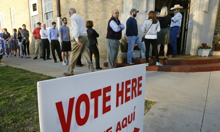 Voters line up to cast their ballots in Fort Worth, Texas on Super Tuesday, March 1, 2016.  (Ron Jenkins/Getty Images)