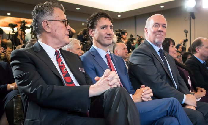 (L-R) LNG Canada CEO Andy Calitz, Prime Minister Justin Trudeau, and B.C. Premier John Horgan during an LNG Canada news conference in Vancouver on Oct. 2, 2018. (The Canadian Press/Darryl Dyck)