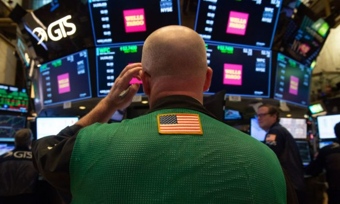 Traders work on the floor at the closing bell of the Dow Industrial Average at the New York Stock Exchange in New York on Oct. 3, 2018.(BRYAN R. SMITH/AFP/Getty Images)