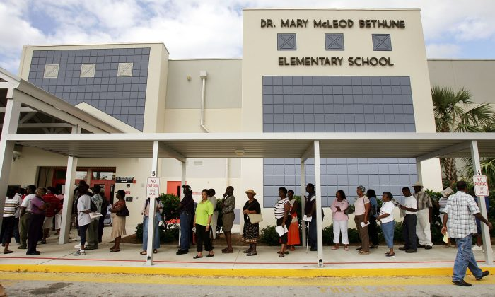 Voters wait in line to cast their ballots in Riviera Beach, Florida on Nov. 2, 2004. (Mario Tama/Getty Images)