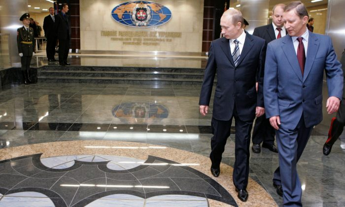 Russian President Vladimir Putin and Defense Minister Sergei Ivanov visit the GRU military intelligence headquarters building in Moscow, Russia, on Nov. 8, 2006. (Reuters/Itar-Tass/Presidential Press Service/File Photo)
