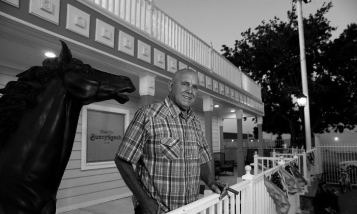 Dennis Hof, owner of the Moonlite Bunny Ranch , legal brothel, poses outside the brothel in MOUND HOUSE, Nev., U.S. Jun. 16, 2018. (Reuters/Steve Marcus)