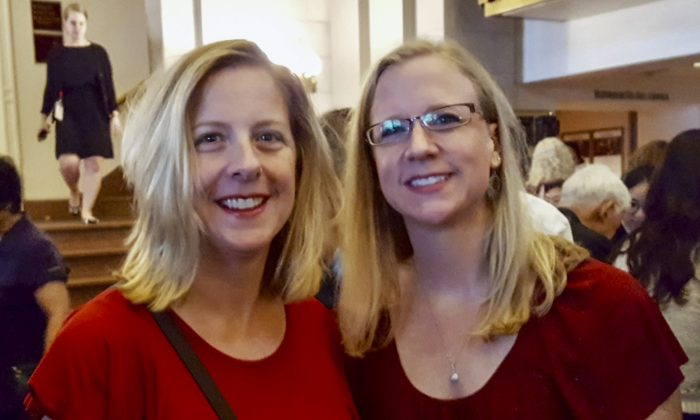 Sisters Experience a 'Very Pure Energy' at Shen Yun Concert