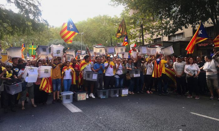 Pro-independence supporters hold ballot boxes symbolic of the Oct. 1, 2017 Catalonia independence referendum, in Barcelona, Spain, on Oct. 1, 2018. (Anna Llado/Special to The Epoch Times)