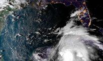 Florida Residents Put Down Sandbags Ahead of Hurricane Michael Landfall