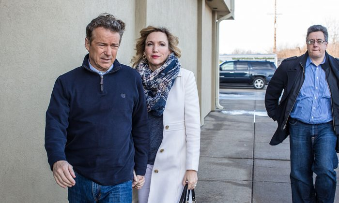 Sen. Rand Paul (R-KY) (L) and his wife Kelley Paul at a campaign event in Knoxville, Iowa, on Jan. 29, 2016. (Brendan Hoffman/Getty Images)