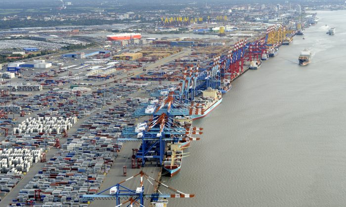 Shipping terminals and containers in the harbour of the northern German of Bremerhaven on the banks of the river Elbe, late Oct. 8, 2012. REUTERS/Fabian Bimmer