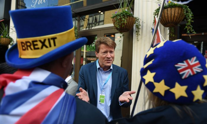 The 'Leave Means Leave' Brexit campaign co-chair Richard Tice (C) talks to anti-Brexit activists at a fringe event at the Conservative Party Conference in Birmingham, England, on Oct. 1, 2018. (Oli Scarff/ AFP/Getty Images)