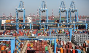 China September Exports Seen Slowing Further as US Tariffs Bite
