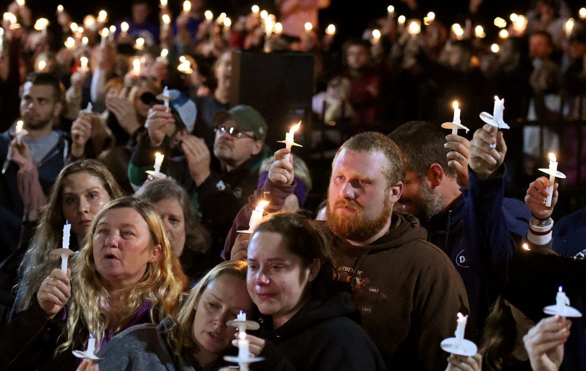 new york limo crash mourners at candlelight vigil