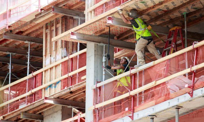 Construction laborers on a new residential building in the Brooklyn, New York City on Aug. 16, 2016. (Drew Angerer/Getty Images)