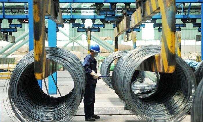 A worker handling steel cable at a steel factory in Qingdao in China's eastern Shandong Province on June 8, 2018. (AFP/Getty Images)