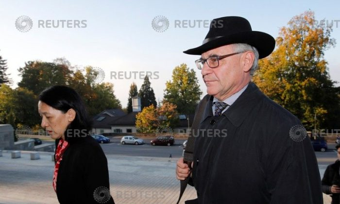 Former Swiss private banker Rudolf Elmer (R) arrives with his lawyer Ganden Tethong Blattner before a hearing at the Swiss Federal Supreme Court in LAUSANNE, Switzerland Oct. 10, 2018.  (Denis Balibouse/Reuters)