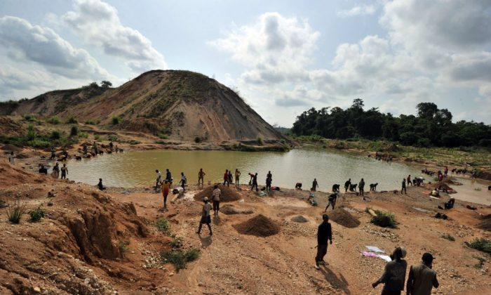 Diamond prospectors filter earth from a river in Koidu, the capital of the diamond-rich Kono district, in eastern Sierra Leone, on April 28, 2012. (Issouf Sanogo/AFP/Getty Images)