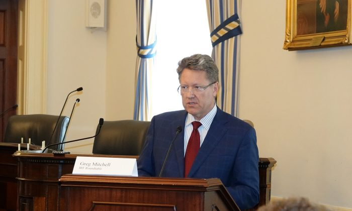 Greg Mitchell, Managing Co-Chair of  the International Religious Freedom Roundtable takes part in a briefing on religious freedom in China on Capitol Hill in Washington on Oct. 11, 2018. (York Du/NTD)