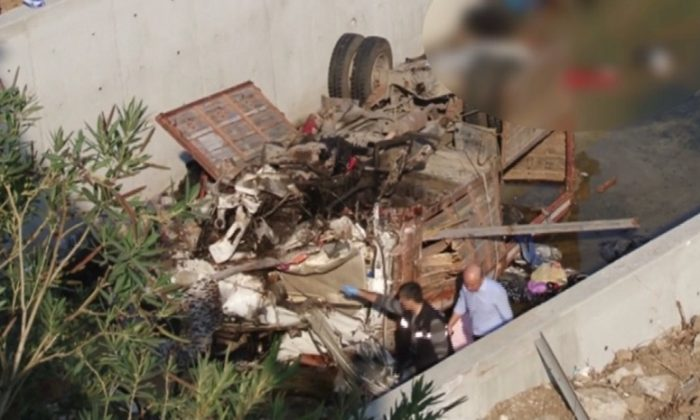 A bus carrying illegal immigrants crashed in Turkey, killing 19, according to local media reports. Izmir, Turkey, Oct. 14, 2018. (DHA via Reuters)