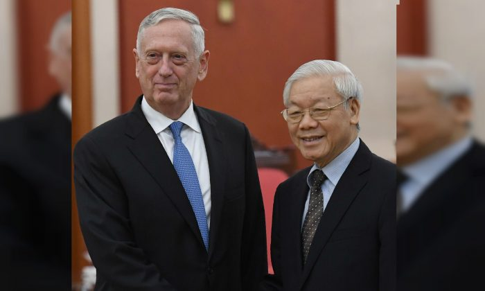 US Secretary of Defense James Mattis (L) meets with Vietnam Communist Party Secretary General Nguyen Phu Trong at the VCP's headquarters in Hanoi on Jan. 25, 2018. (Hoang Dinh Nam//AFP/Getty Images)