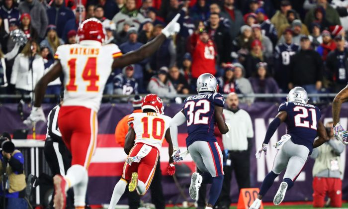 Tyreek Hill #10 of the Kansas City Chiefs scores a touchdown in the fourth quarter of a game against the New England Patriots at Gillette Stadium in Foxborough, Massachusetts, on Oct. 14, 2018. (Adam Glanzman/Getty Images)