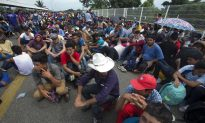 Migrant Caravan Clashes With Mexican Police, Migrants Sleep on Bridge at Border