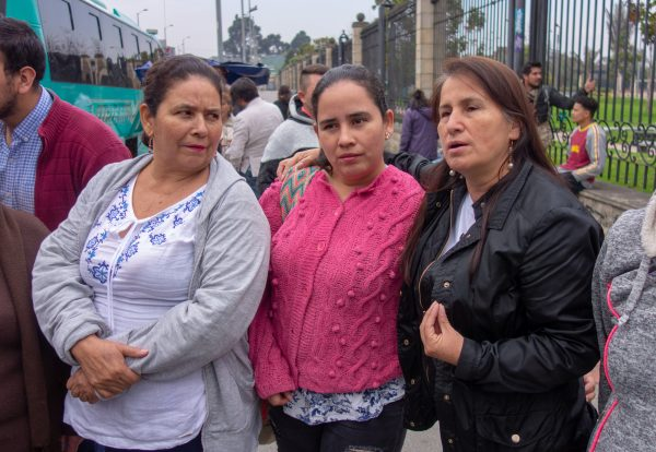 Jacqueline Castillo (R) and other members of the Madres de Soacha collective.