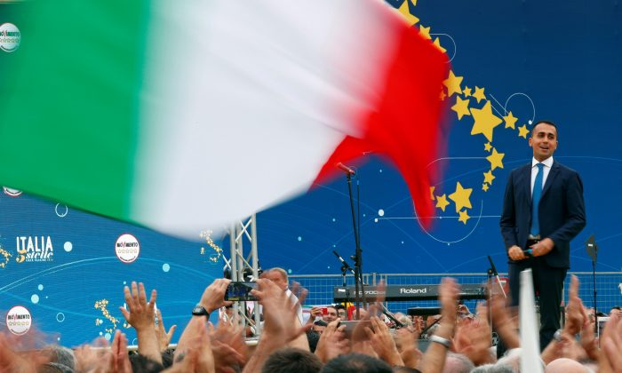 Italian Deputy PM Luigi Di Maio speaks at the 5-Star Movement party's open-air rally at Circo Massimo in Rome, Italy, Oct. 21, 2018. (Reuters/Max Rossi)