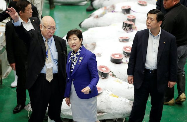Tokyo Governor Yuriko Koike inspects the first tuna auctions on the opening day of the new Toyosu fish market, which has been relocated from Tsukij, in Tokyo, Japan, Oct. 11, 2018.  (Reuters/Issei Kato)