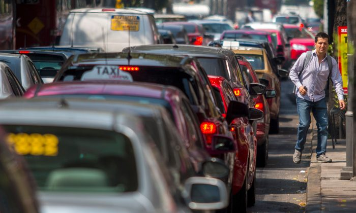 View of heavy traffic in a main avenue of Mexico City in this file photo. (Pedro Pardo/AFP/Getty Images)