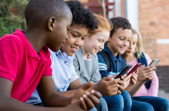 Cellphones carry certain risks for elementary school students. (Shutterstock)