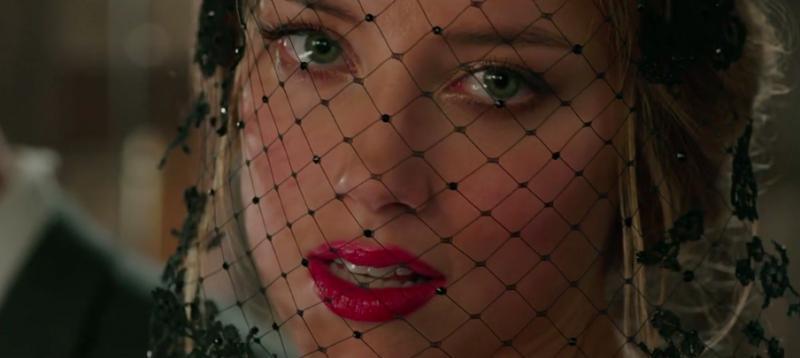 Amber Heard lots of lipstick
