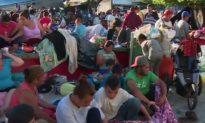 Video: Migrant Caravan Arrives, Spreads out on Street in Huixtla, Mexico