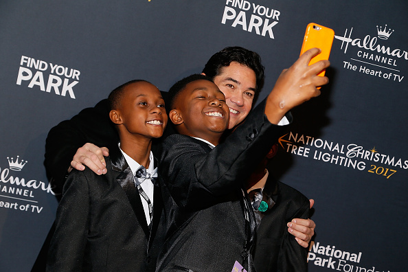 WASHINGTON, DC - NOVEMBER 30:  Dean Cain (R) takes a selfie with members of Boys II Bow Ties at the 95th annual National Christmas Tree Lighting Ceremony in President's Park on November 30, 2017 in Washington, DC.  (Photo by Paul Morigi/Getty Images)