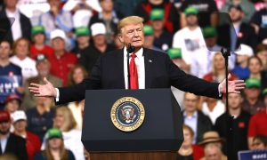 Trump Says Federal Reserve Poses Greatest Risk to US Economy