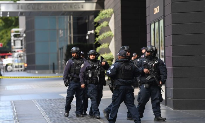 New York City Police arrive outside the Time Warner Building after an explosive device was was delivered to CNN's New York bureau on Oct. 24, 2018. (TIMOTHY A. CLARY/AFP/Getty Images)