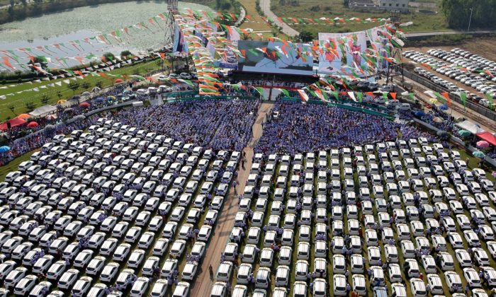 """New cars, which according to the local media will be distributed by India's diamond trader Savji Dholakia to his employees as Diwali gifts during an event called the """"Skill India Incentive Ceremony"""", are seen parked in Surat, in the western state of Gujarat, India, on Oct. 25, 2018. (Stringer/Reuters)"""