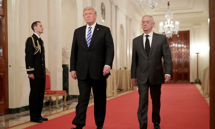 U.S. President Donald Trump (L) and Defense Secretary James Mattis in the White House in Washington on Oct. 25, 2018. (Chip Somodevilla/Getty Images)