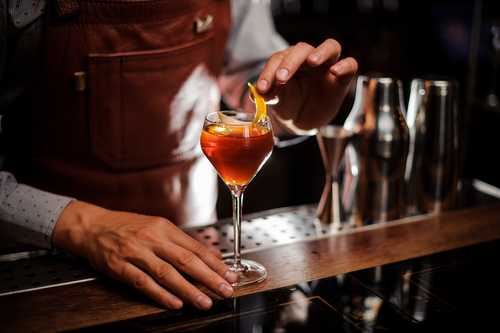 Cocktail bars are becoming more thoughtful about ingredients, the environment, and the bars themselves. (Shutterstock)