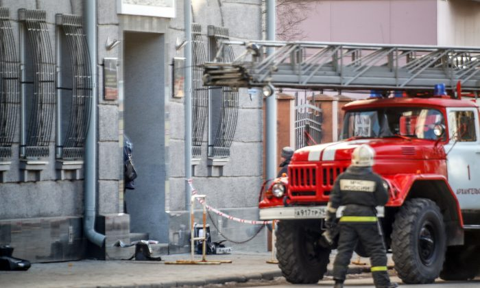 A Russian firefighter walks near a fire-engine at building housing after an explosive device went off inside the building in Arkhangelsk, on Oct. 31, 2018. (Michail Shishov/AFP/Getty Images)
