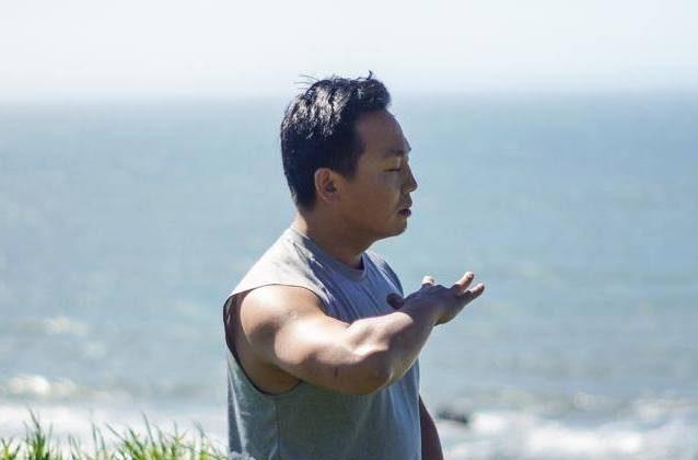 Rico Peng meditating beside San Francisco Bay. (courtesy Rico Peng)
