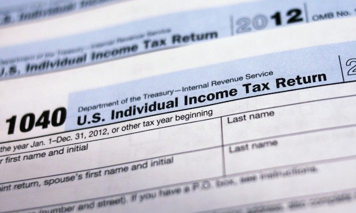 U.S. 1040 Individual Income Tax forms are seen in New York March 18, 2013.  (Reuters/Shannon Stapleton)