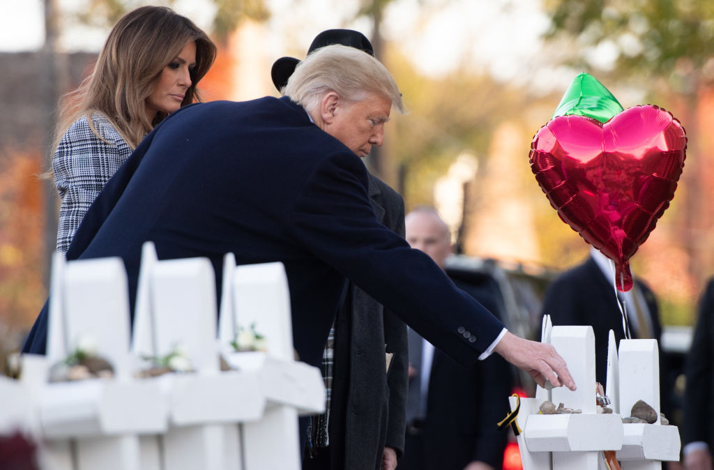 Trump pays respects at synagogue