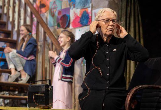 Dearbhla Molloy as Aunt Patricia Carney