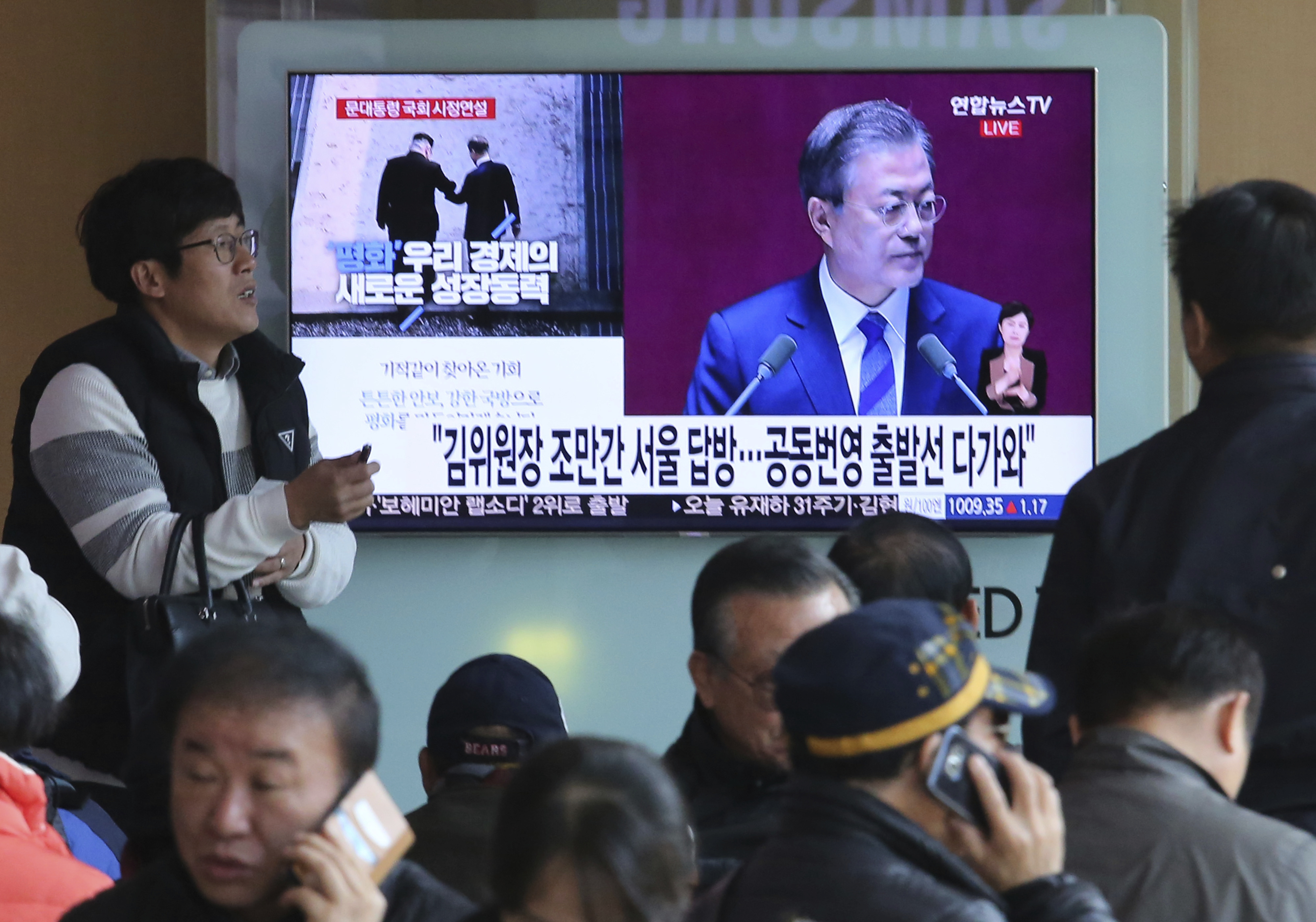 People watch TV President Moon