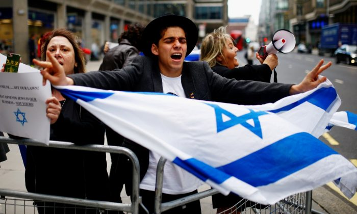 Demonstrators take part in protests outside a meeting of the National Executive of Britain's Labour Party, discussing the party's definition of anti-Semitism, in London, on Sept. 4, 2018. (Henry Nicholls/Reuters)