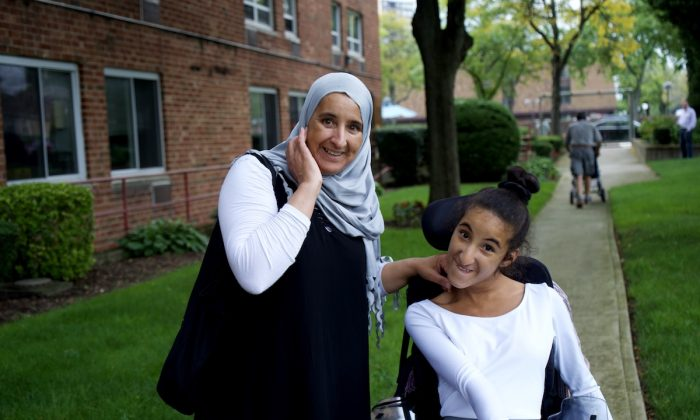 Rayhana Elharji with her mother after class. (Shenghua Sung/The Epoch Times)