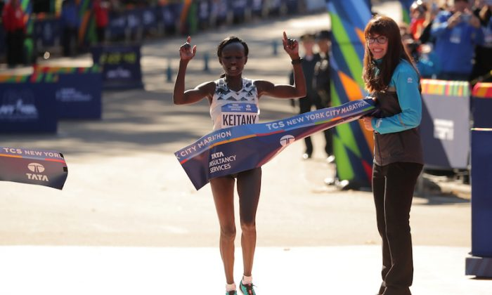 Kenya's Mary Keitany crosses the finish line to win the Professional Women's race in New York City Marathon - New York City, on Nov. 4, 2018  (REUTERS/Brendan McDermid)