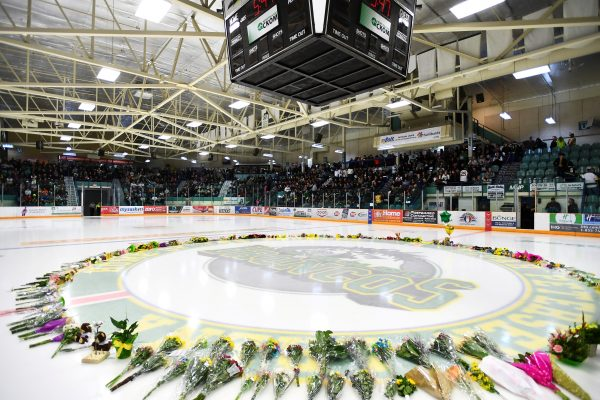 Flowers lie on the ice as people gather for a vigil at the Elgar Petersen Arena, home of the Humboldt Broncos, on April 8, 2018. (Jonathan Hayward/Pool via REUTERS)