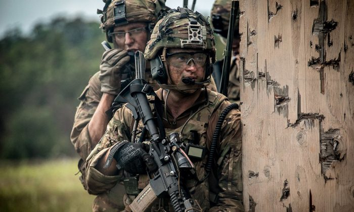 Soldiers assigned to 2nd Infantry Brigade Combat Team, 25th Infantry Division, prepare to clear a building during a combined arms live-fire exercise at Schofield Barracks, Hawaii, Aug. 9, 2018. (U.S. Army photo by 1st Lt. Ryan DeBooy)