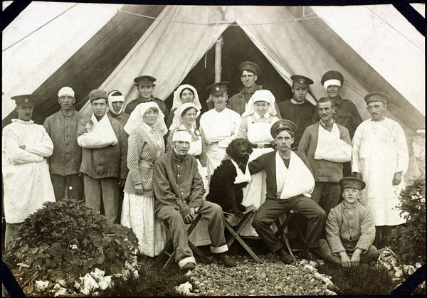Nursing sisters, patients, and a dog pose for a photo outside a ward tent at No. 2 Canadian General Hospital in Le Tréport, France, in 1917. (Library and Archives Canada)