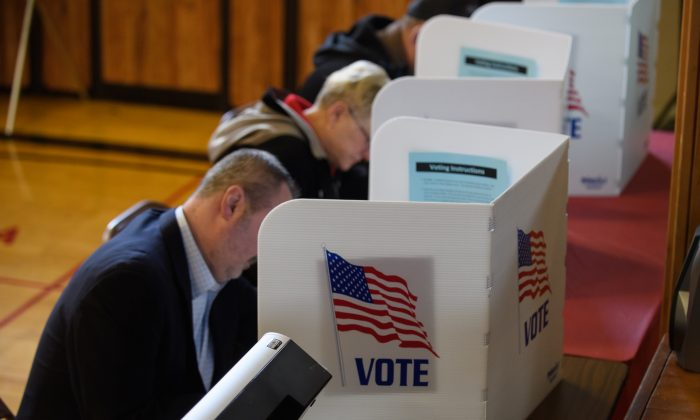 Voters cast their ballots at the Franklin Elementary School on Nov. 6, 2018, in Kent, Ohio. (Jeff Swensen/Getty Images)